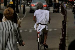 een griek op een fiets